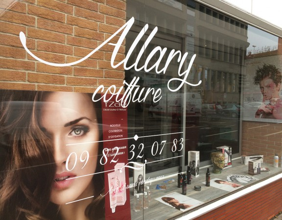 Marquage vitrine stickers coiffeur